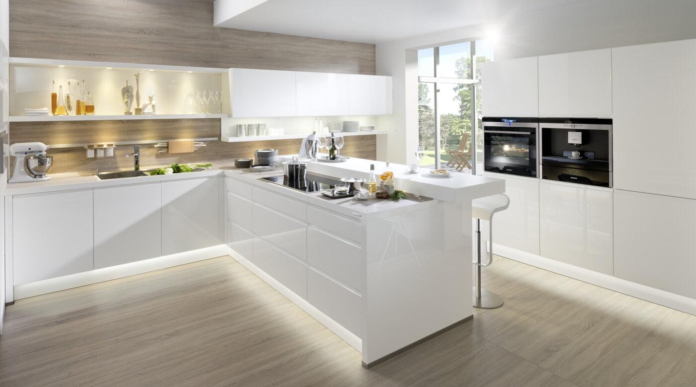 Moderne keuken met witte alpha lak